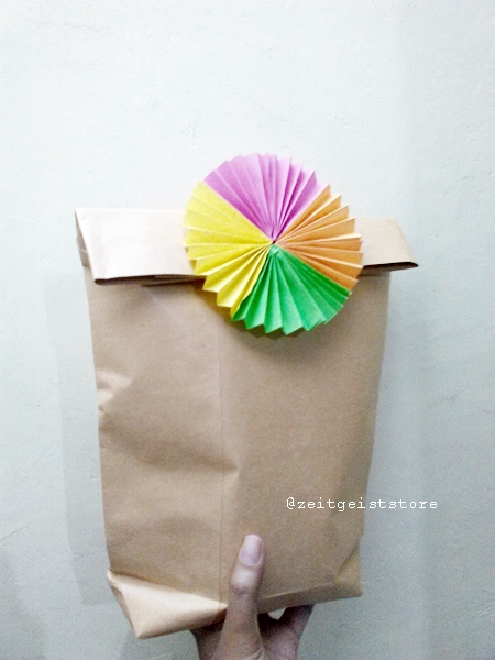DIY wrapping paper, origami wrapping, kado ulang tahun anak, paper bag birthday